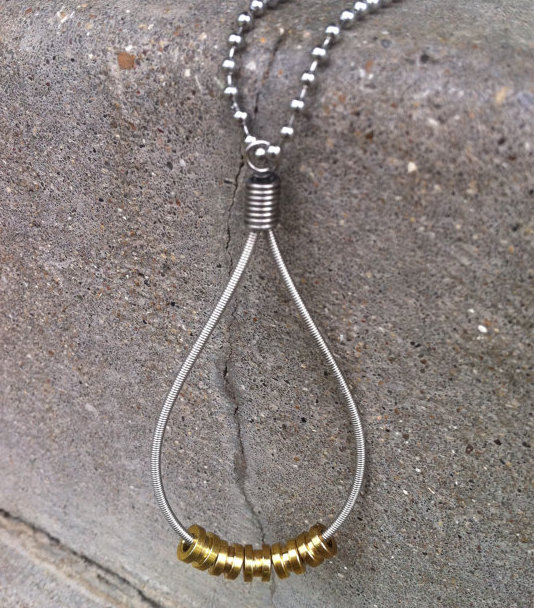 bass-string-necklace